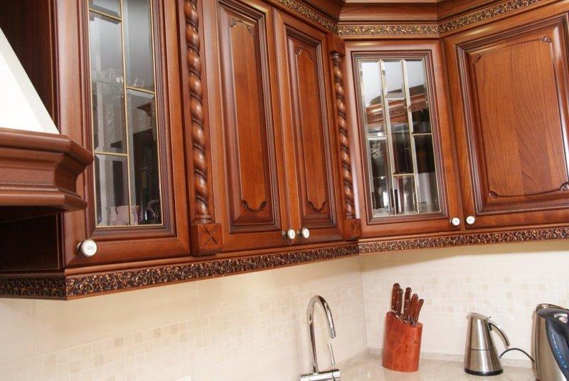 Кухня ВИКТОРИЯ массив черешни Производства Италии.