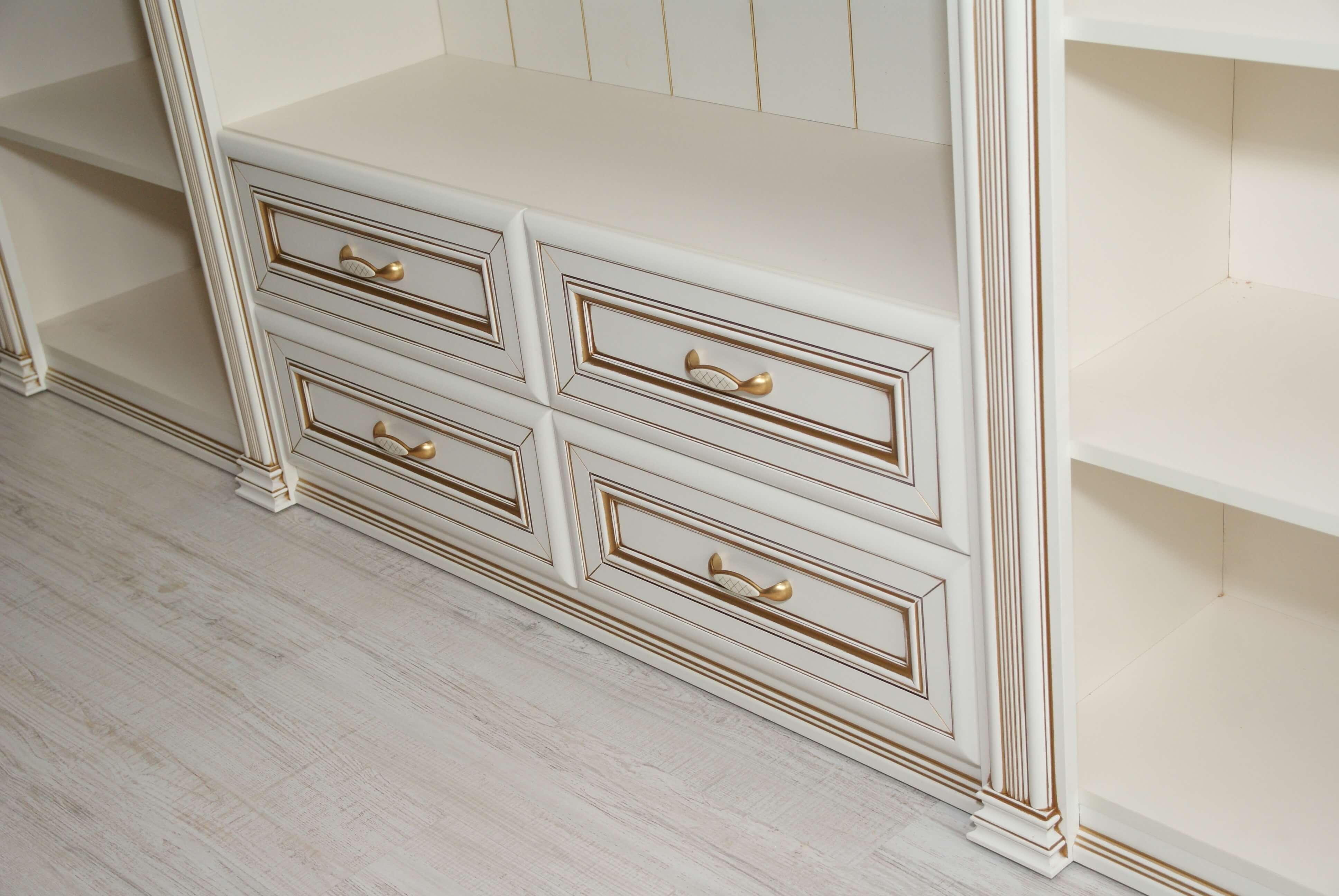 Шкаф Риальто классический белый с патина золото Риальто