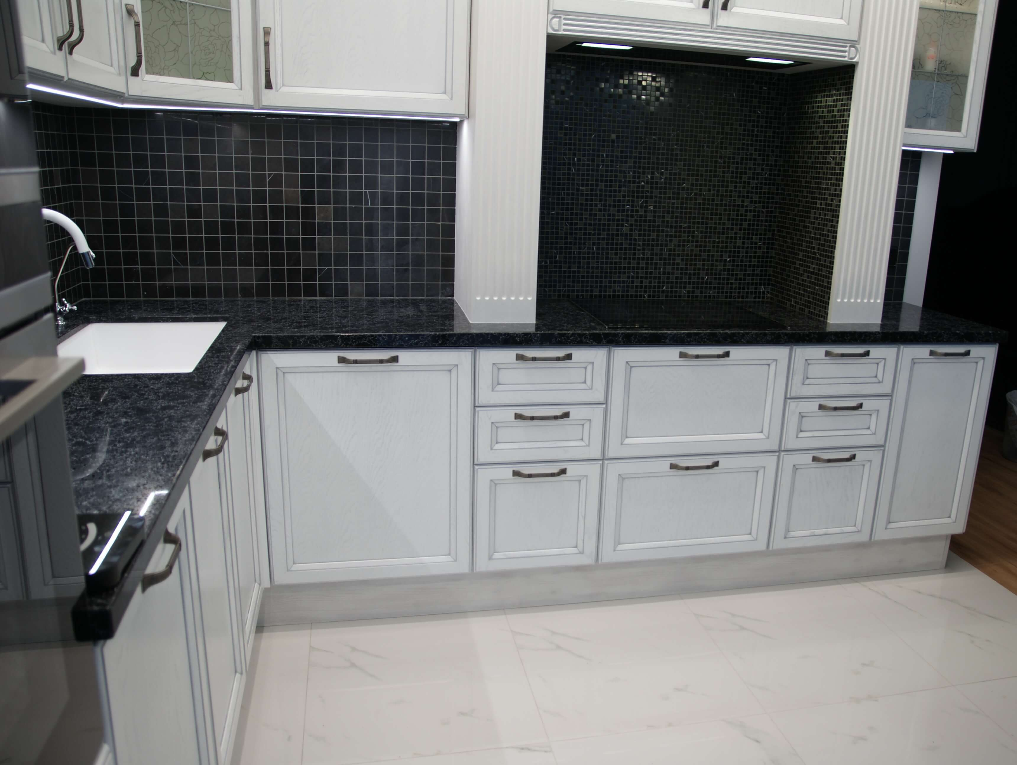 кухня белая Массив дуба