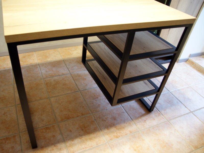 Стол: Основание металлопрофиль 40х20 с зачисткой сварочных швов и полимерным покрытием, цвет антрацит. Столешница 36 мм ДСП Egger Дуб галифакс натуральный