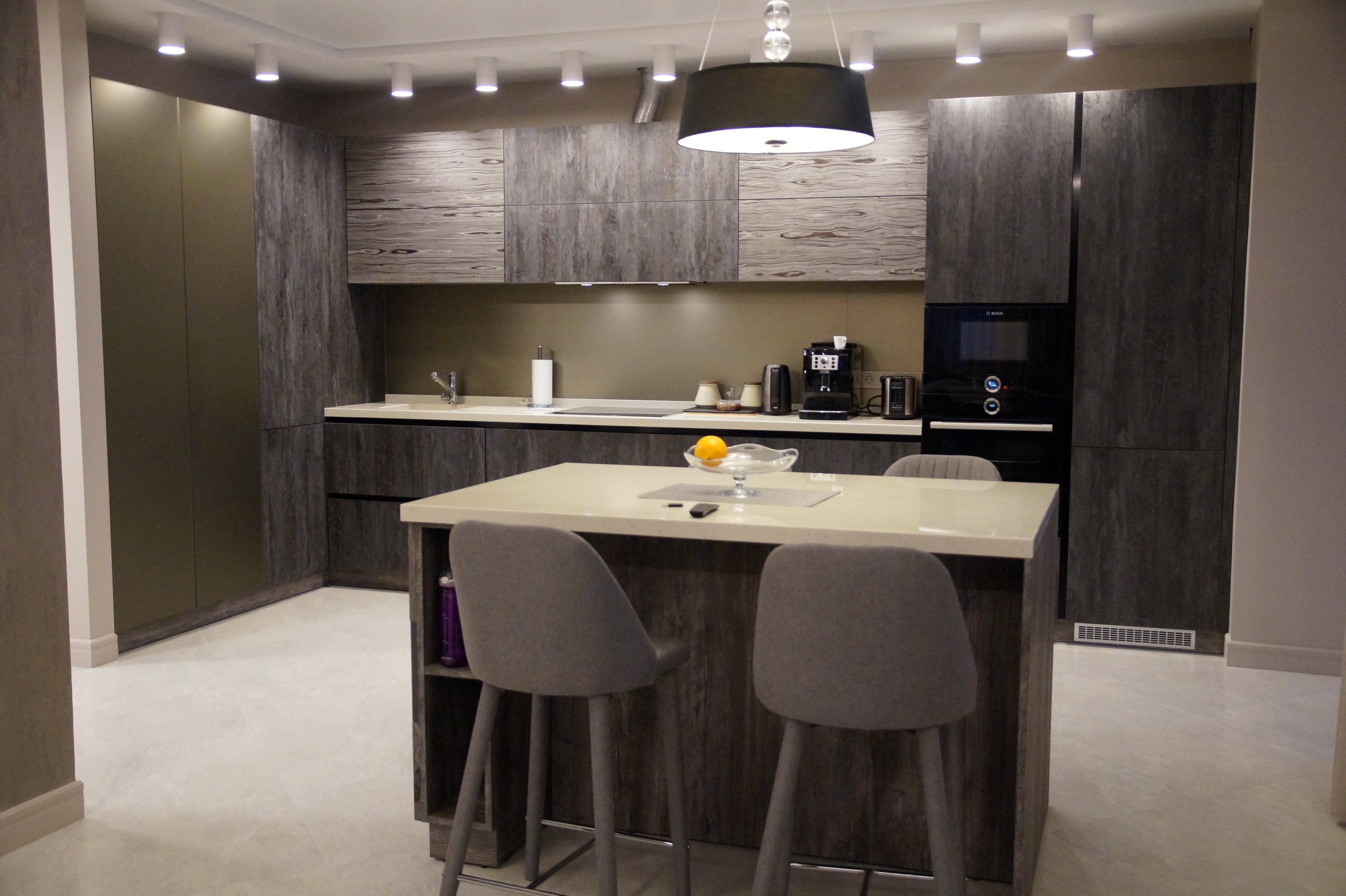 Кухня в современном стиле без ручек