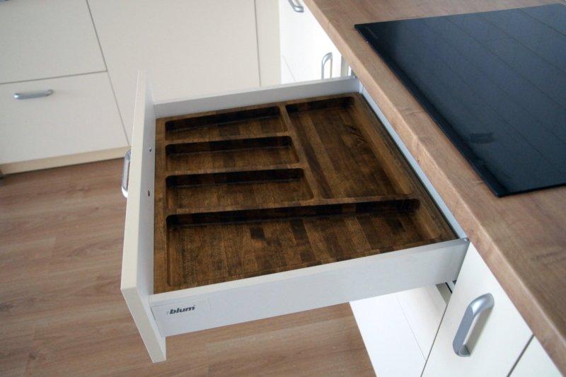 Кухня в современном стиле лоток для приборов Platform (массив)